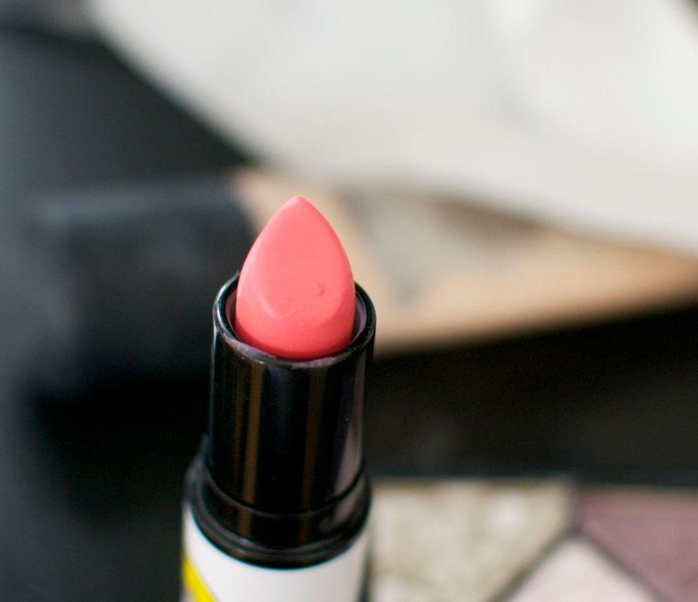 betty_bright_lipstick