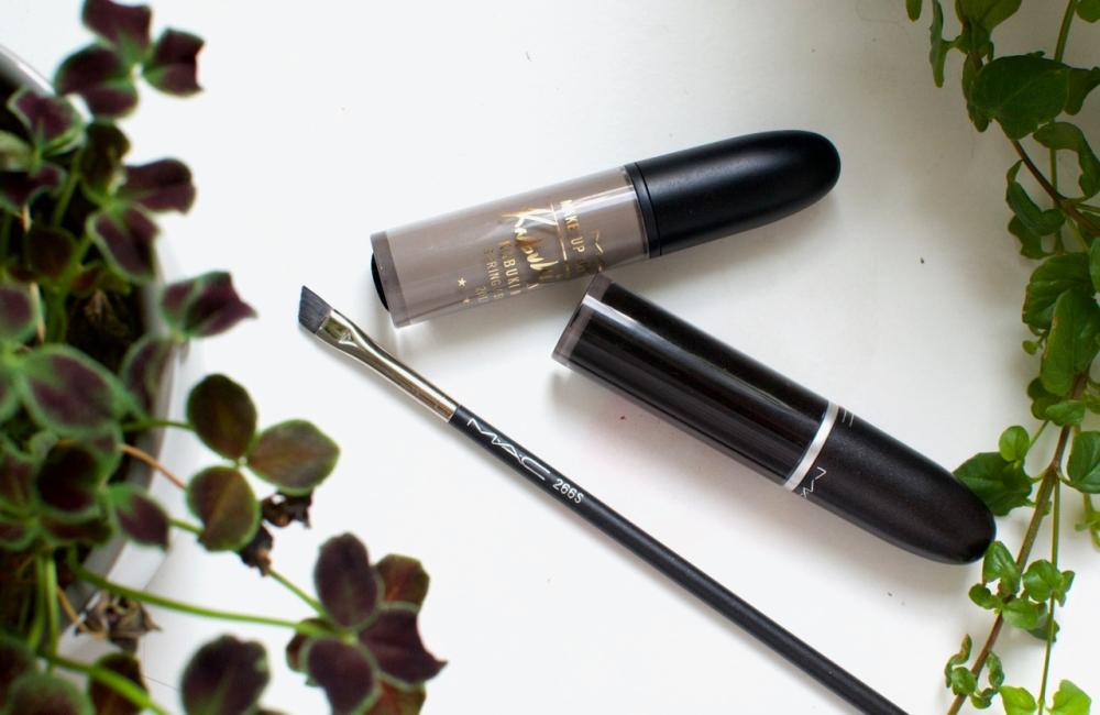 lipstick_brows